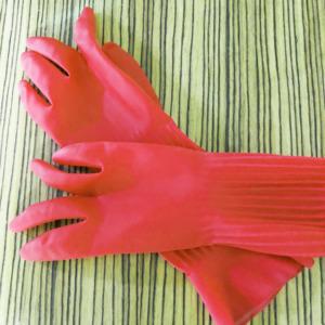 赤いゴム手袋